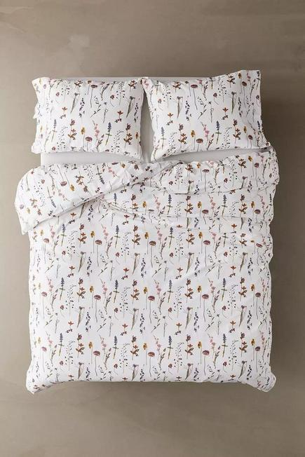 Urban Outfitters - Assorted Pressed Flowers Duvet Cover Set