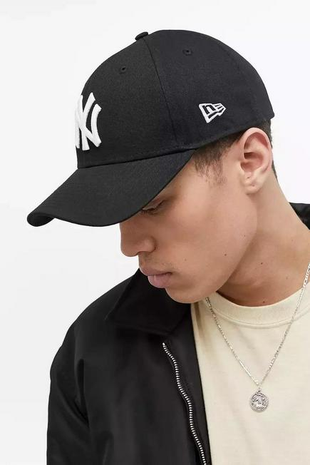Urban Outfitters - BLK New Era 9FORTY NY Yankees Baseball Cap