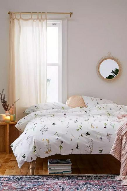 Urban Outfitters - White Lola Floral Duvet Cover Set With Reusable Fabric Bag