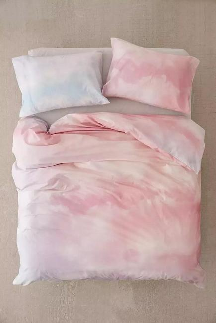 Urban Outfitters - Pink Dreamy Duvet Cover Set With Reusable Drawstring Bag
