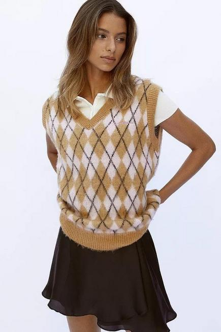 Urban Outfitters - Beige iets frans... Oversized Knitted Argyle Vest, Unisex