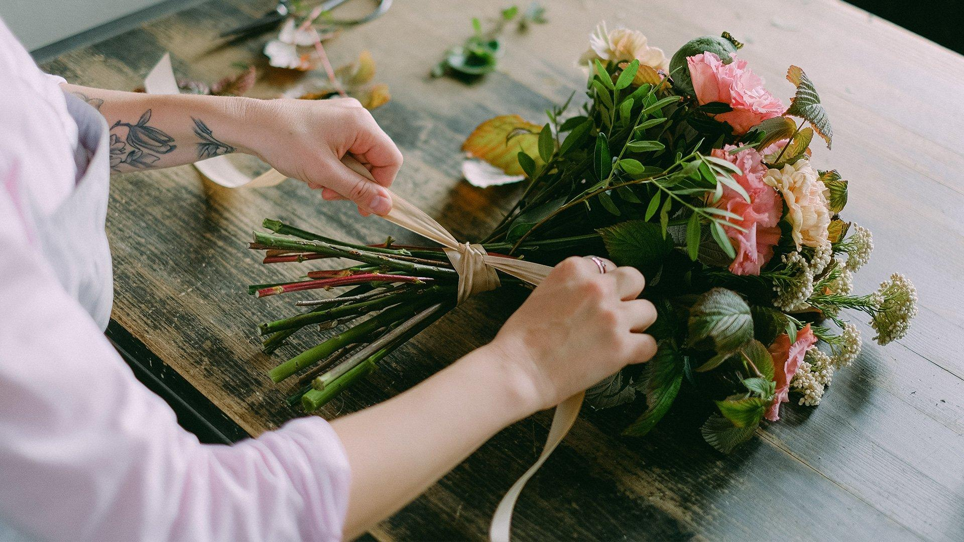 Tieing up your bouquet with twine, ribbon or string