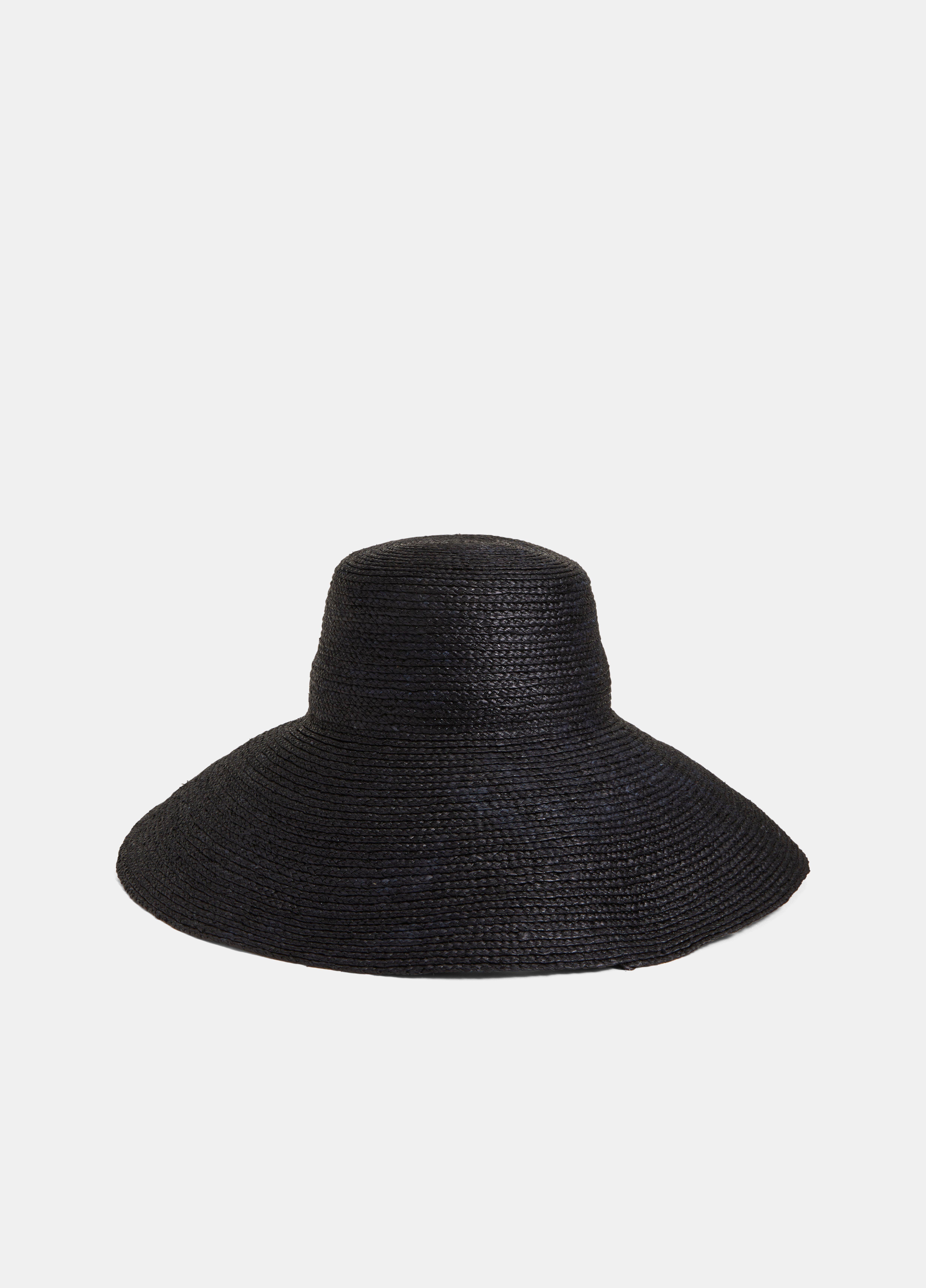 Janessa Leoné / Niki Hat